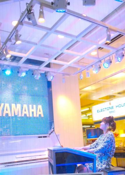 田頭裕子さんのデモ演奏がありました。