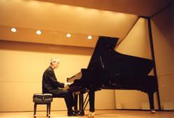 英国王立音楽院教授<br>ヘーミシュ・ミルン